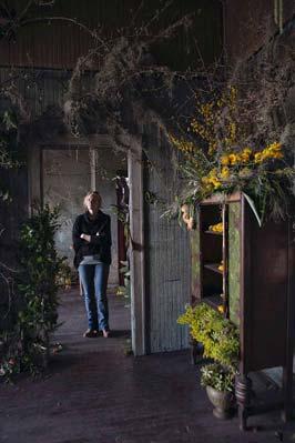 abandoned-flower-house-detroit-lisa-waud-honargardi (3)