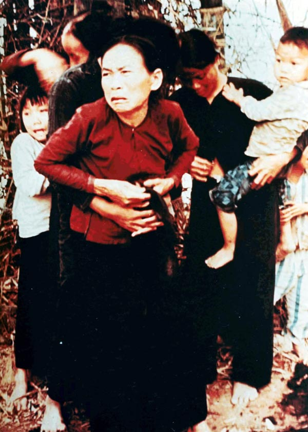 My_Lai_massacre_woman_and_children-honargardi