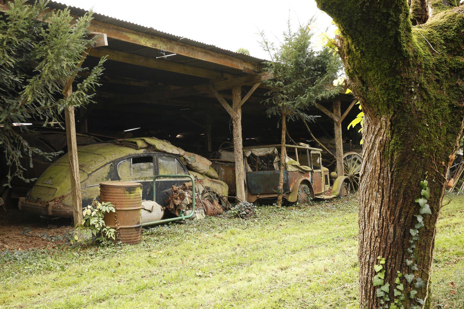 کشف انباری از خودروهای عتیقه در فرانسه