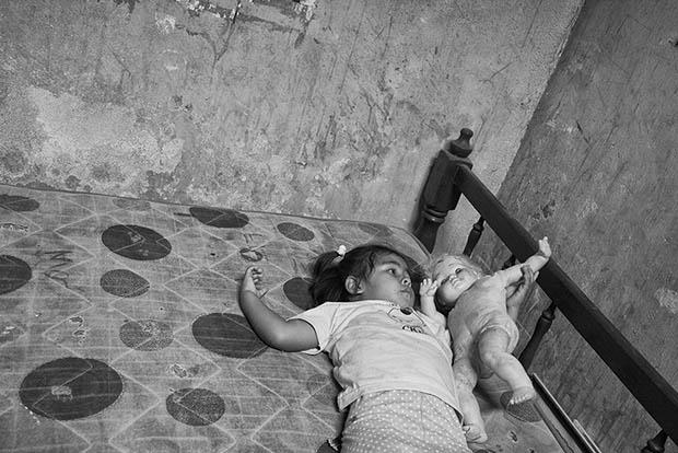 عکاسی از بازی کودکان توسط یک پزشک
