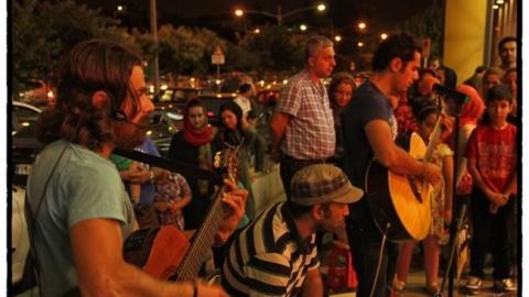 زرد یواش از اجرا در خیابان ها تا گرفتن مجوز