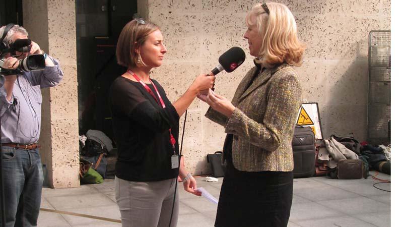 مصاحبه اختصاصی هنرگردی با خانم جین هانسون، به بهانه رویداد یک روز، یک کُر