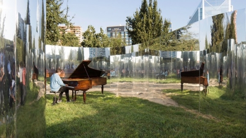 باغ مخفی در آیینه ها