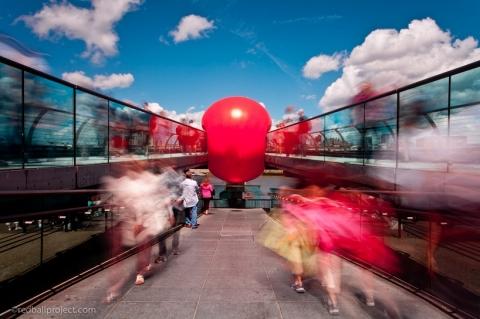پروژه ی توپ قرمز و سفر آن به شهرهای مختلف